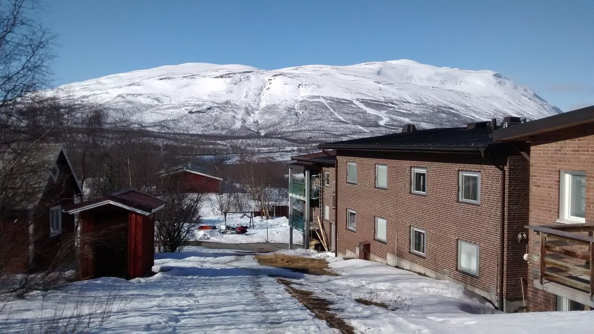 Arrived in Abisko for polar prediction school. Weather currently gorgeous: https://t.co/VZdFzNuxg7