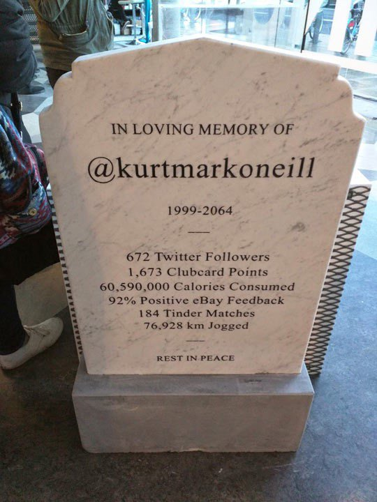 Is this the grave headstone of the future? Could totally see @darrenrovell doing this. (via @TheMetaPic) https://t.co/0hFBWTIFiu