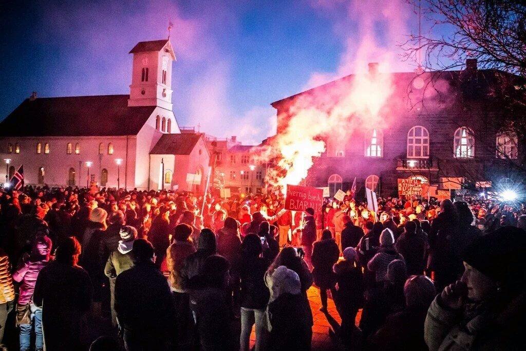 """Исландия - первая жертва """"офшор-гейта"""": страну охватили протесты (фото)"""