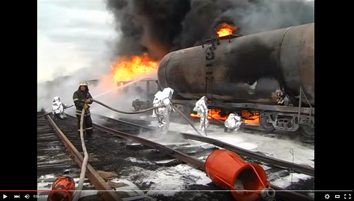 Два эшелона с горючим и восемь грузовиков с боеприпасами для боевиков прибыли в Краснодон из России, - разведка - Цензор.НЕТ 7129