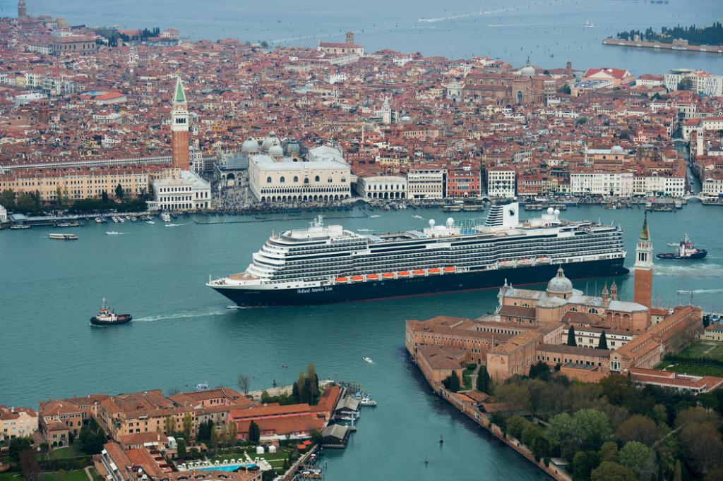 Find #MondayMotivation with this new #Koningsdam aerial shot at #Venice! RT if you can't wait to sail on it! https://t.co/R7kKspbVGr