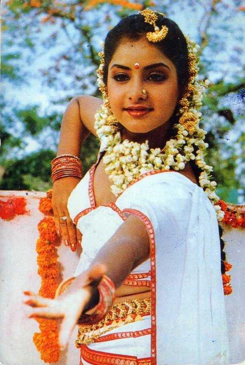 Divyashahrukh Fc On Twitter Divyasharukh Cutest Divya Bharti