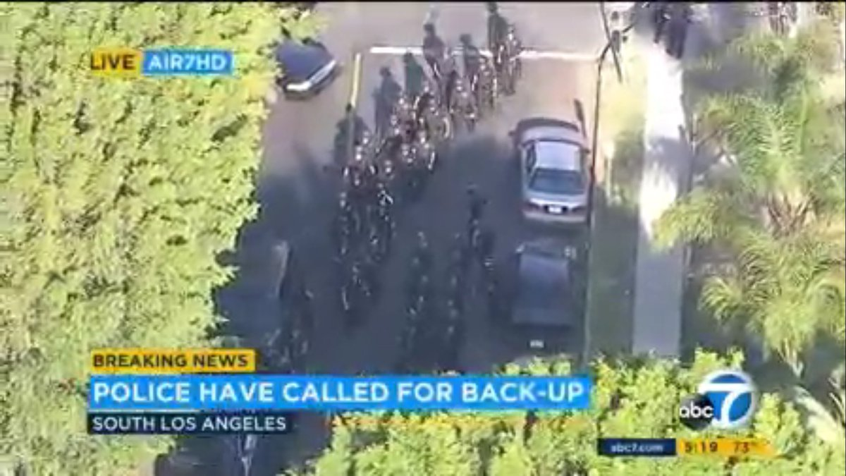 #BREAKING  LAPD responds in large numbers as a crowd gathers near rap video shoot for @YG https://t.co/3qX6WYsLjJ