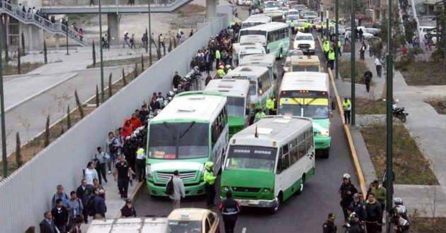 #NoCirculoCuando Mancera permite a los microbuses contaminar, provocar tráfico e incumplir el reglamento de tránsito https://t.co/KEMgepMnbm