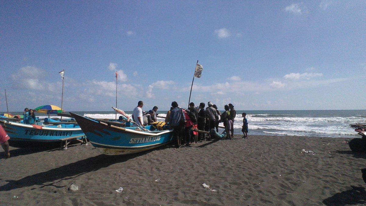 Jalan-jalan ke Pantai Depok Yogyakarta