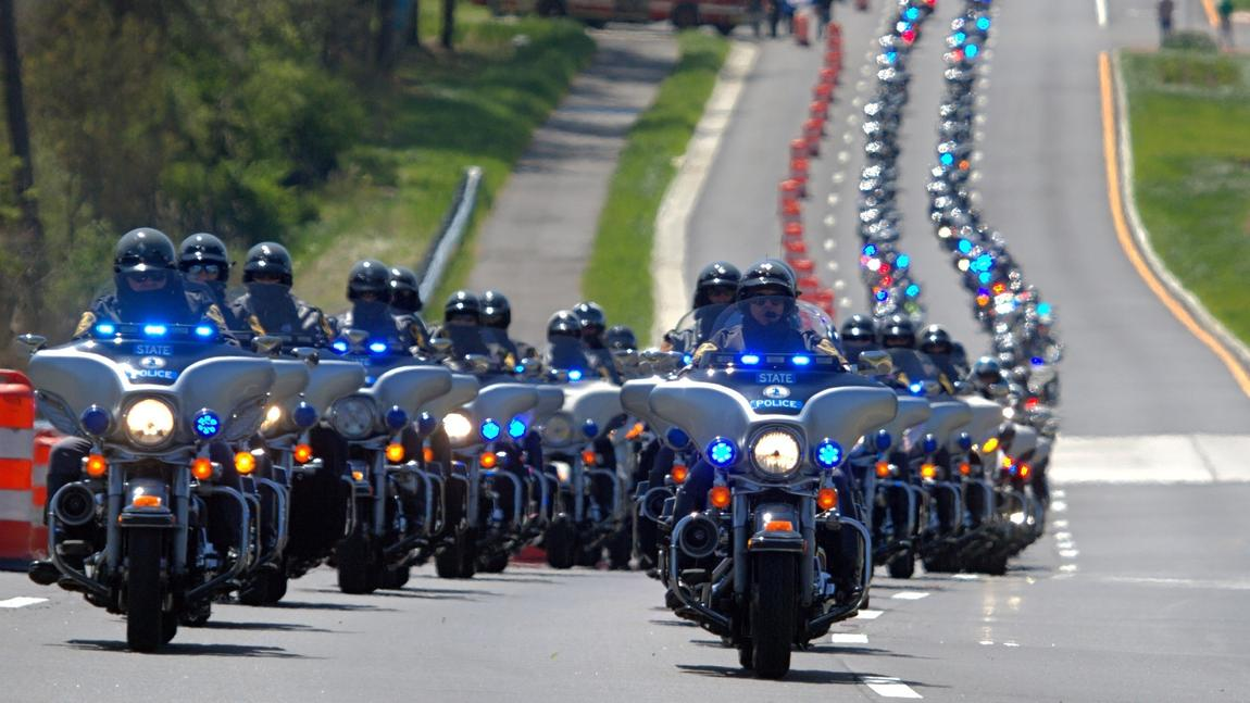 Incredible, the police turnout for Trpr Chad Dermyer's funeral. https://t.co/bvW3QvOjlZ https://t.co/9sMAf8U8GW