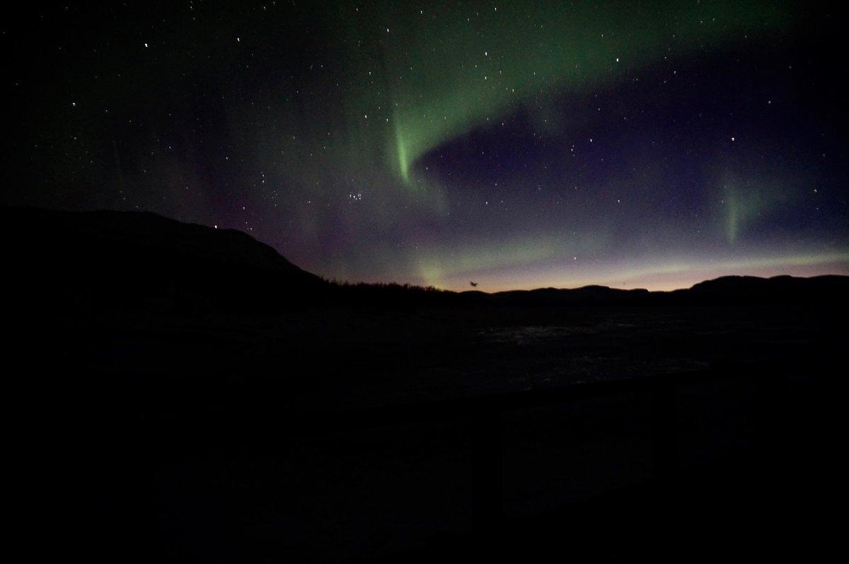 Beautiful #spaceweather over lake Torneträsk tonight. #auroraborealis #northernlightsphotos #pps2016 #Abisko https://t.co/LzhWb68oWL