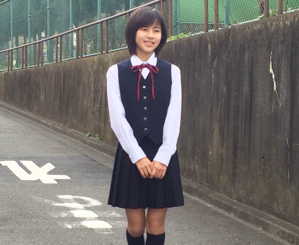 制服姿の松風理咲さん
