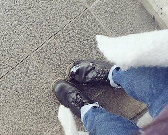 みえるだろうか…靴の異変が…いとこと遊びまくってたら…靴底ぱっかーんしました…ビニールテープで無理矢理貼ってます…恥ずかしいです…これから…また電車に乗るのが…辛いです…見ないでください…いってきます… #リトルデーモンの証 pic.twitter.com/17ANo3u4tu