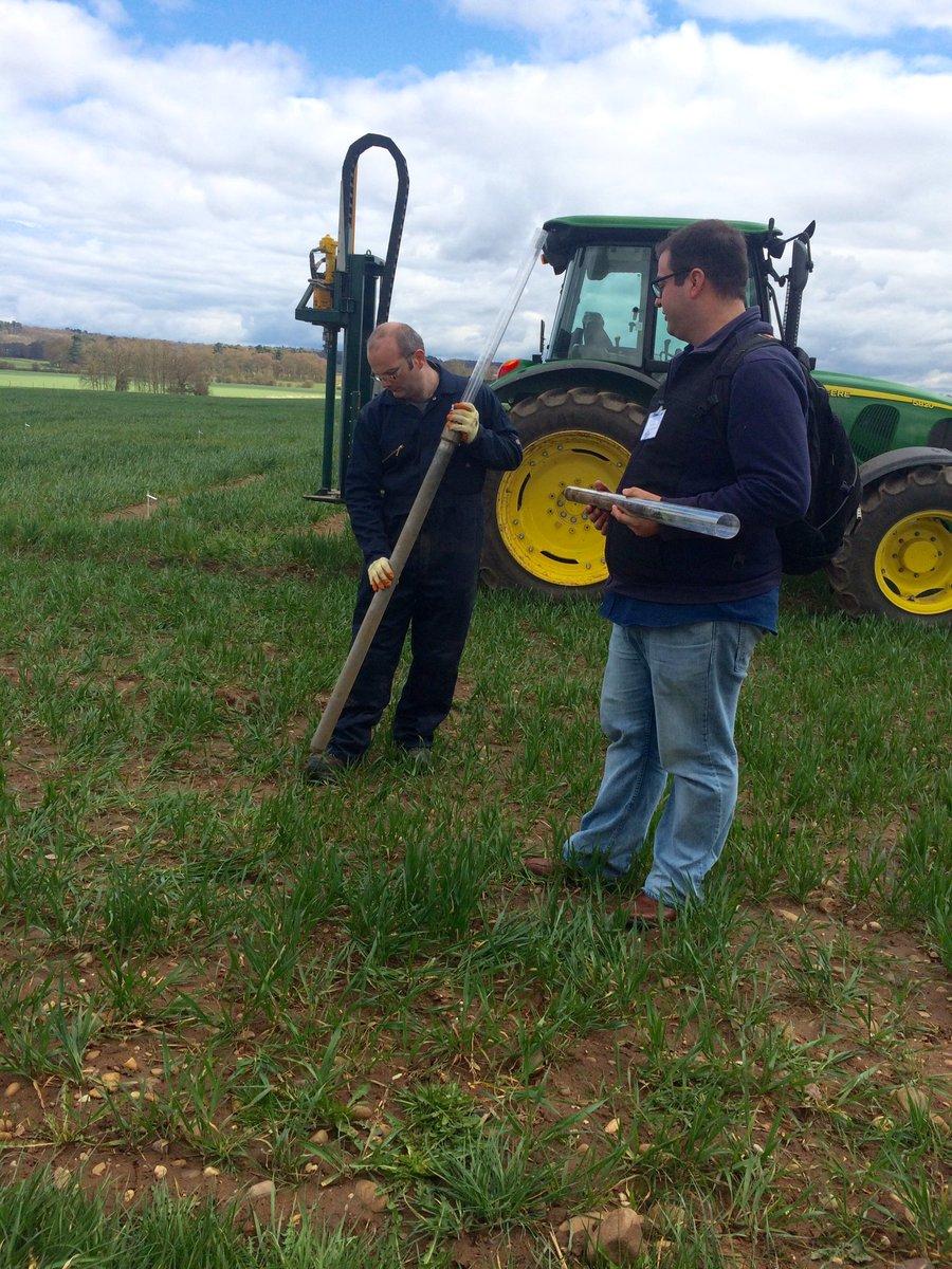 #ukppn Soil boring w @LarryMattYork @RootBiologyNews https://t.co/W0qr6eNDgC