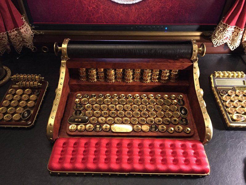 #Steampunk Awesome of the Day: 'Kaiser' Typewriter-like #PC #iPhone #iPad Keyboard v/ @IgarashiMari #SamaCuriosities