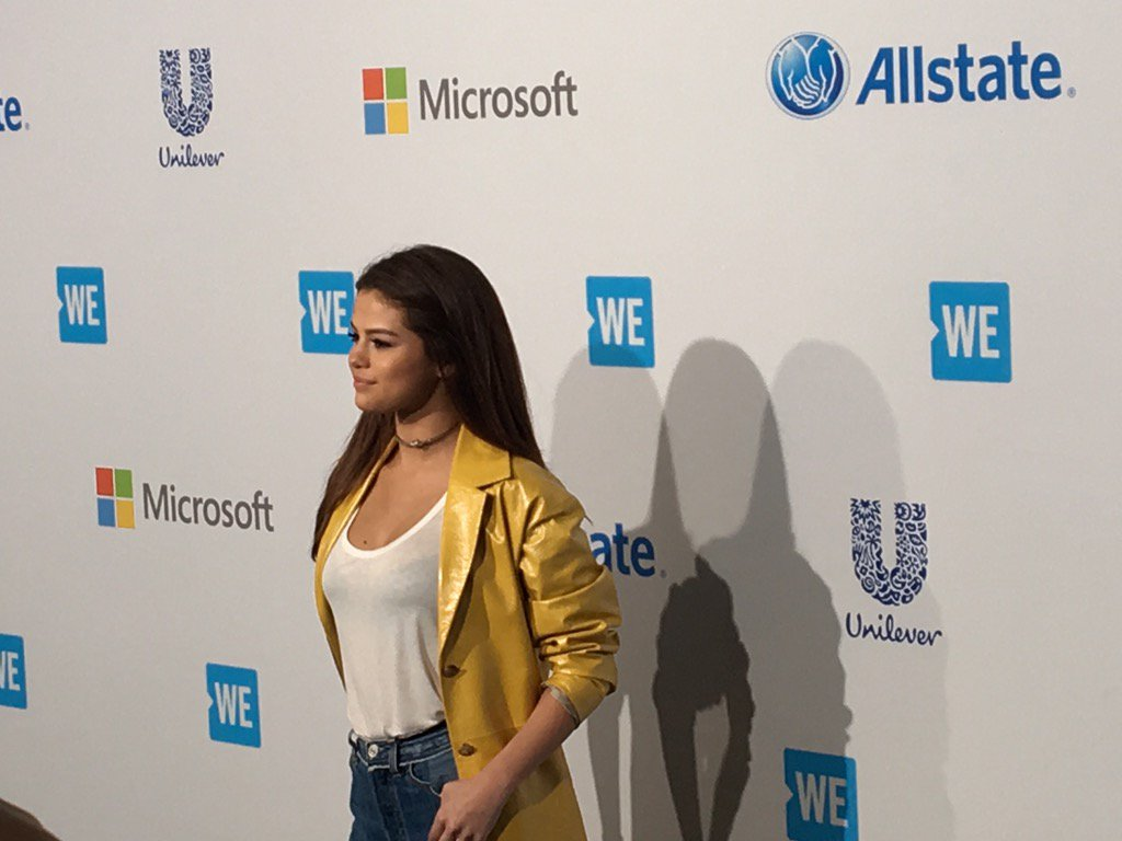 .@selenagomez in the #WEDay house! Massive thanks for getting up bright and early for such an important cause! https://t.co/zArWOKz9Va