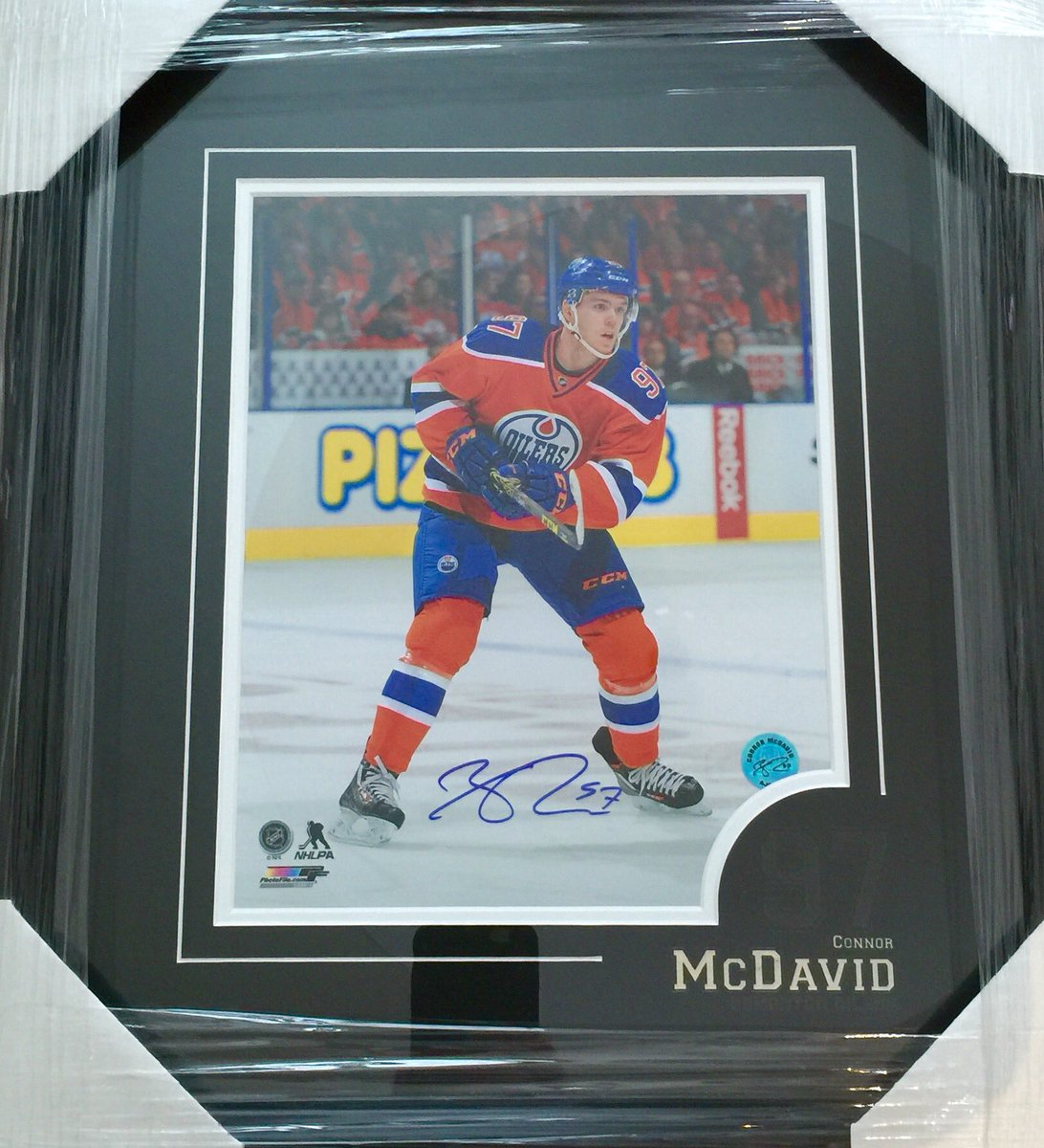 We want to give this signed McDavid photo to one lucky follower! RT & follow to enter, draw is next week. Good luck! https://t.co/7qVgyEQxwR