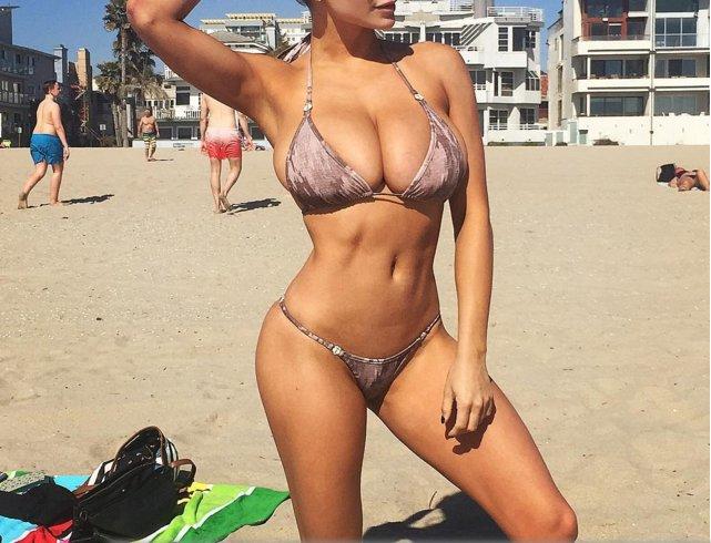 Chubby girls in bikinis