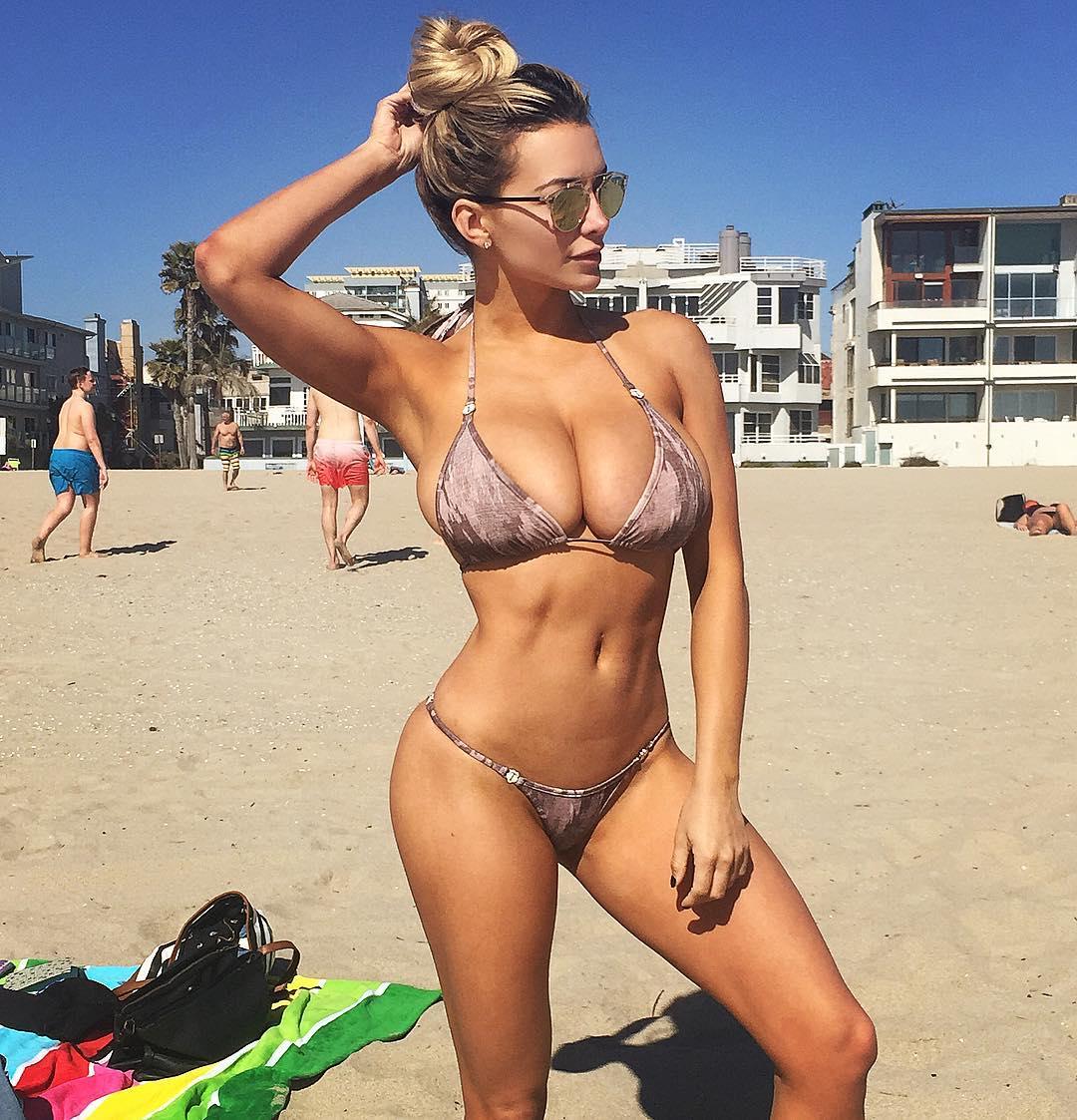 Elliadria naked