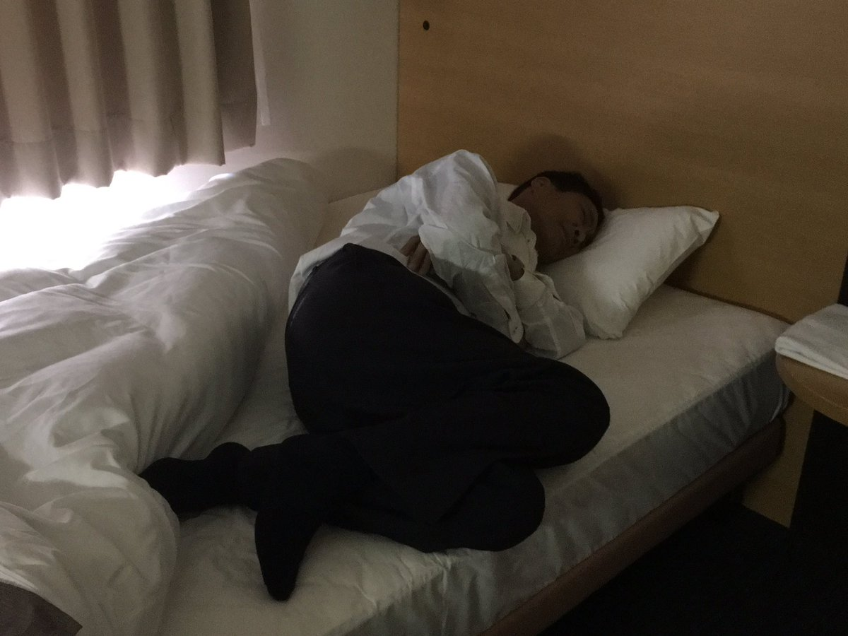 Mr. Hata's son whom he's not seen in 30 yrs arrives in 2 hrs. Worn out from prep, he takes nap at inn near station. https://t.co/stStvFnwNm