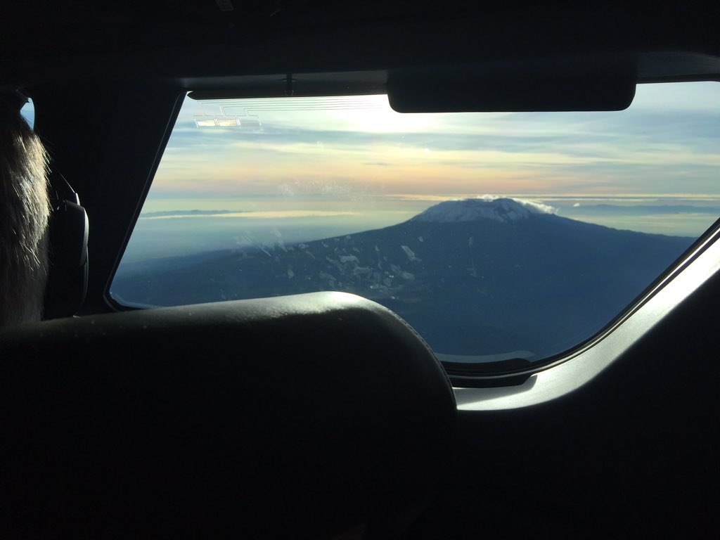 Circling Mt.Kilimanjaro enroute to Mwanza https://t.co/VAzFoQzIsK