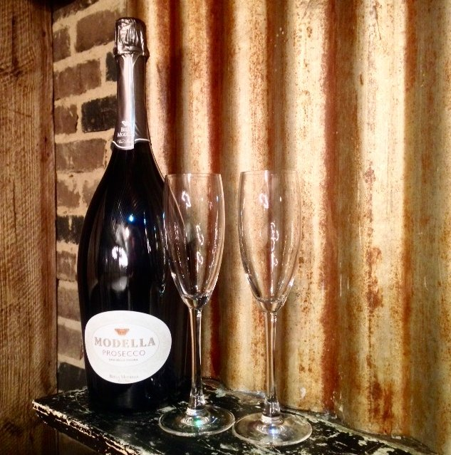 As it's our 5th birthday today we're sharing the love & giving away a Magnum of Prosecco - RT to win!  #RHCturns5 https://t.co/I8XyJmvMtR