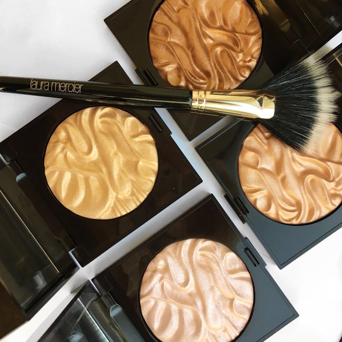 Officially launching today at @Sephora!! 3 new shades of Face Illuminator! https://t.co/pSVapzFCJ8 https://t.co/lxRPfWzMUE