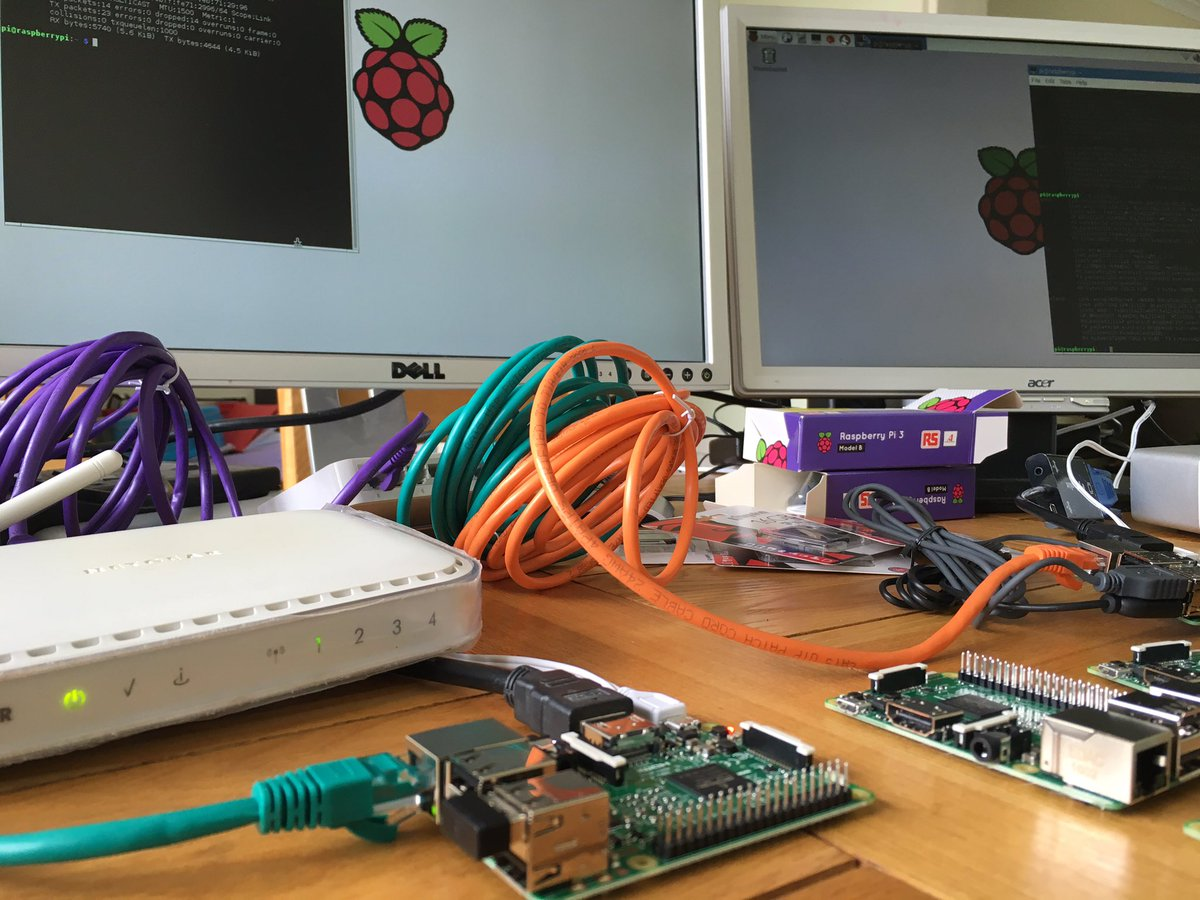 First test setup of the network of @Raspberry_Pi 's I'm planning to try at in @CodeClub next term.  // @ThePiHut https://t.co/AYUo1GGxfF
