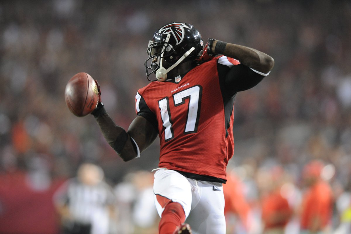 Free Fridays are back! Retweet and like this photo for a chance to win a Devin Hester autographed football! #RiseUp https://t.co/dSMtTpWlEc