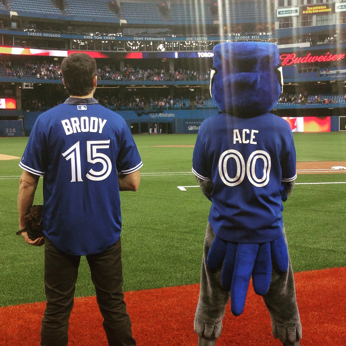 Let's go, @BlueJays!! Time to #BringDownTheHouse!!! #HomeOpener https://t.co/srLpYX029D