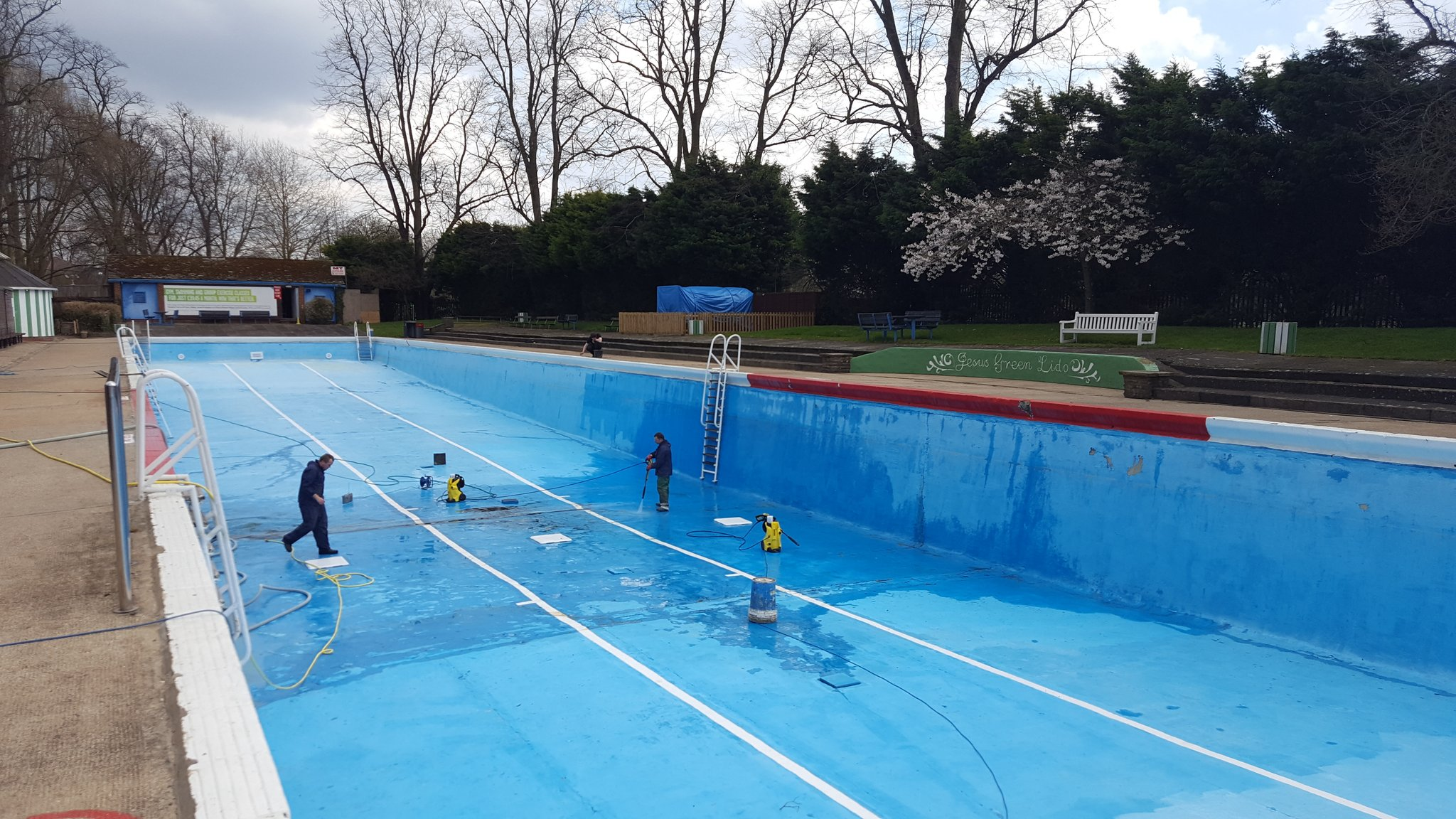 Jesus green lido on twitter the pool is finally drained and almost cleaned next step painting for Jesus green swimming pool cambridge