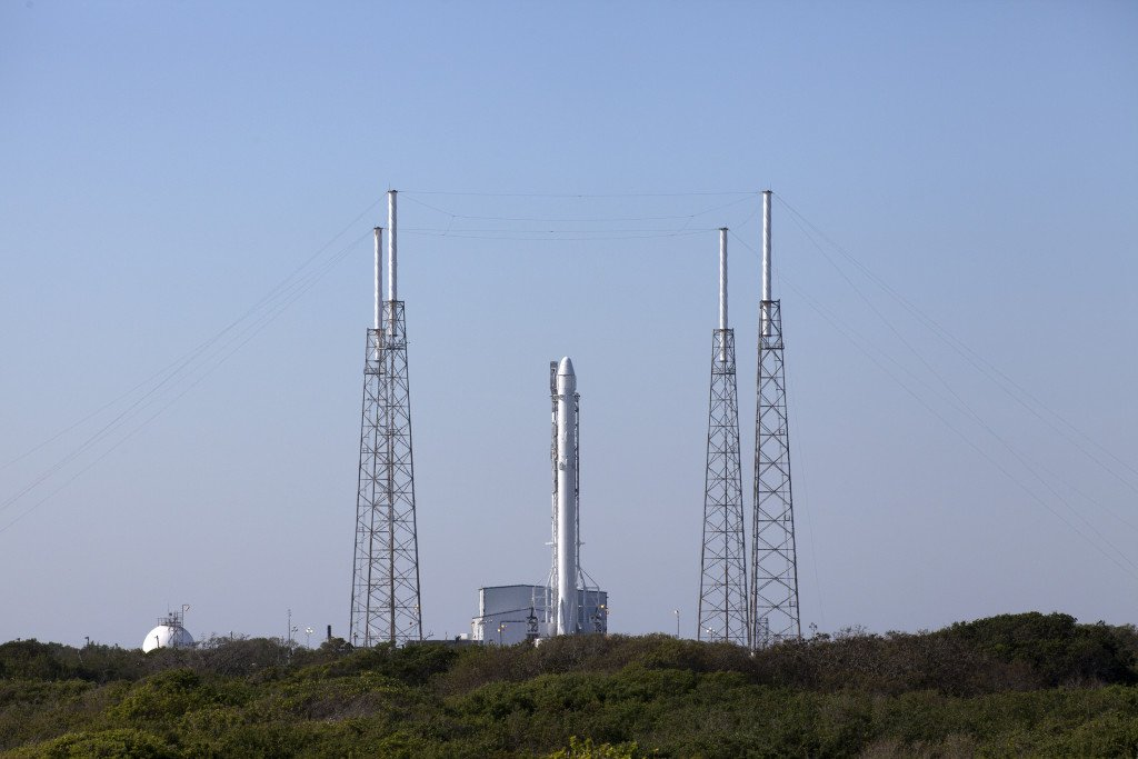 Launch of @SpaceX #Dragon cargo ship to @Space_Station set for 4:43pm ET. Weather is 90% GO: https://t.co/EGRrLlohza