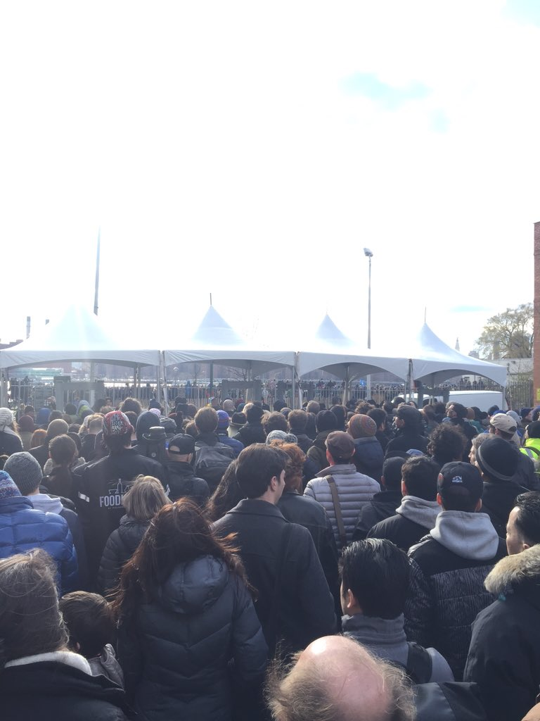 Transmitter Park full. An entire city block packed with the overflow. #BernieInBrooklyn https://t.co/pACDmIrYDC