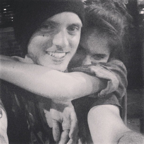 alex deleon dating sara sampaio Sara sampaio has publicly dated – river viiperi (2012) – spanish model, river viiperi dated sara for a couple of months in 2012 alex deleon (2013-2014) – from august 2013 to 2014, she dated american singer, alex deleon.