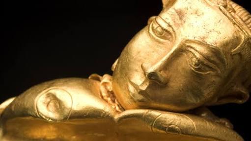 I aint sayin she a gold digga, but she aint messin with no broke #GoldOfAncestors #YeezyInManila https://t.co/33NOcOpQ2S