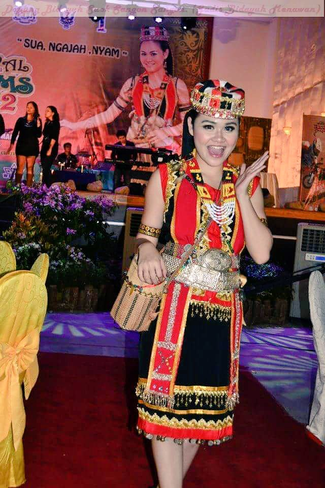 Estia Amy On Twitter Hello This Girl In Bidayuh Traditional Costume Is So Pretty I Wonder Who Is She Https T Co Hf37l48cvg