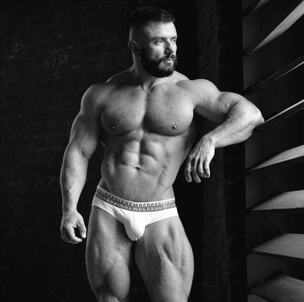 amigo gay muscular