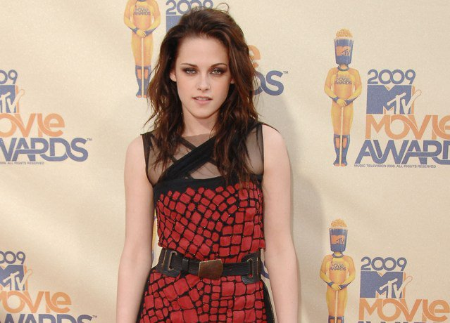 Happy birthday #KristenStewart! See her best throwback looks we are still OBSESSED with. https://t.co/zUaG6w3UOX https://t.co/lhT0YguQGU