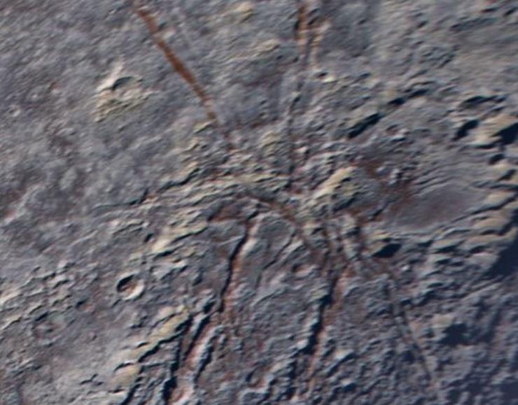 """New Horizons fotografa un """"ragno gigante"""" su Plutone"""