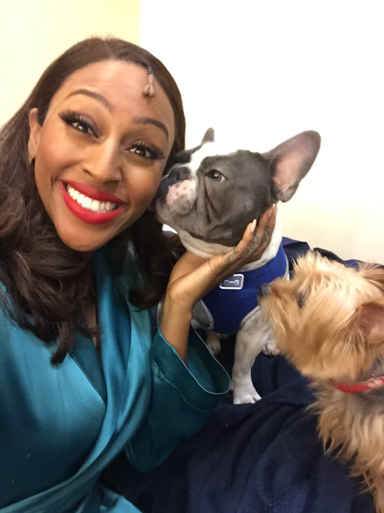 Act two let's have some fun... 💚 #TheBodyGuardtour https://t.co/K9Uiunmies