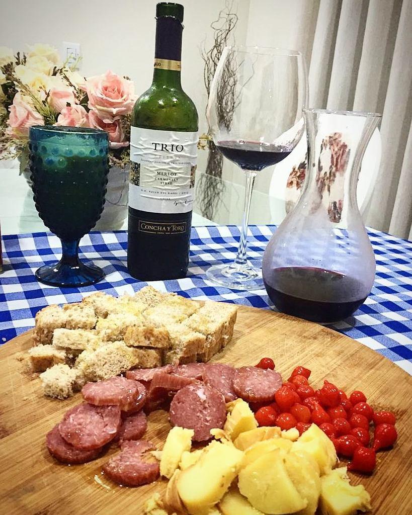 Noite de pães e embutidos. Super agradável. #wine #conchaytoro #trio #vinho #prazer #cozinhacapixaba #aprendendo #s… pic.twitter.com/gkQLh574RM