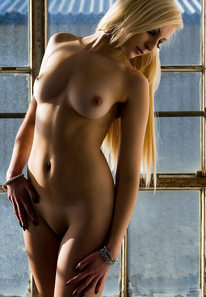 Hot blonde girls and naked women photos