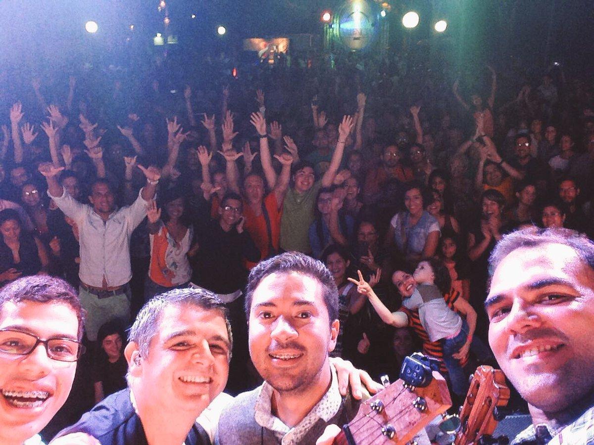 Gracias #Valencia!!! Qué público tan increíble el de hoy!!! Estos son los encuentros que nos llenan de buena vibra!! https://t.co/DkWfYuWqRz