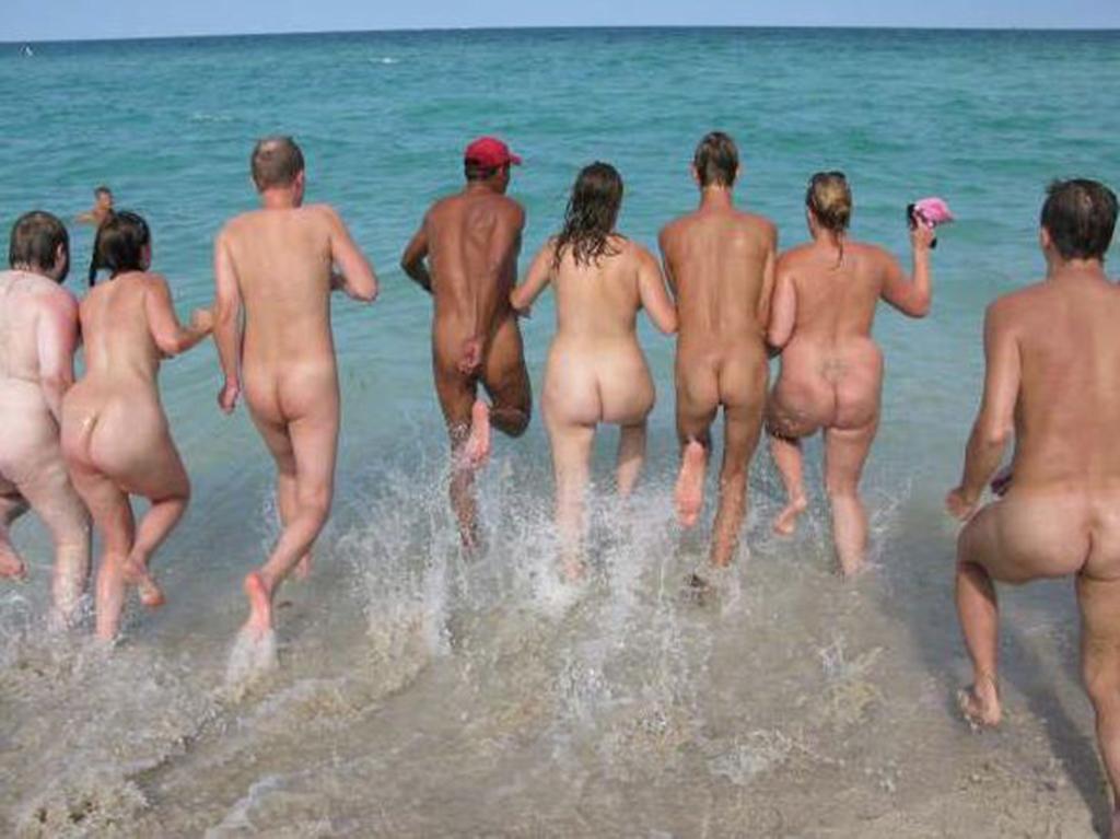 Amazing girls showing big bootys naked