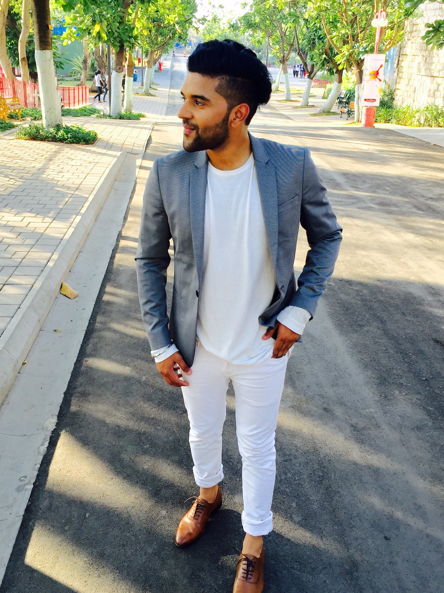 "Style Guru Fashion Glitz: Guru Randhawa On Twitter: ""#tumerirani ️ Https://t.co"