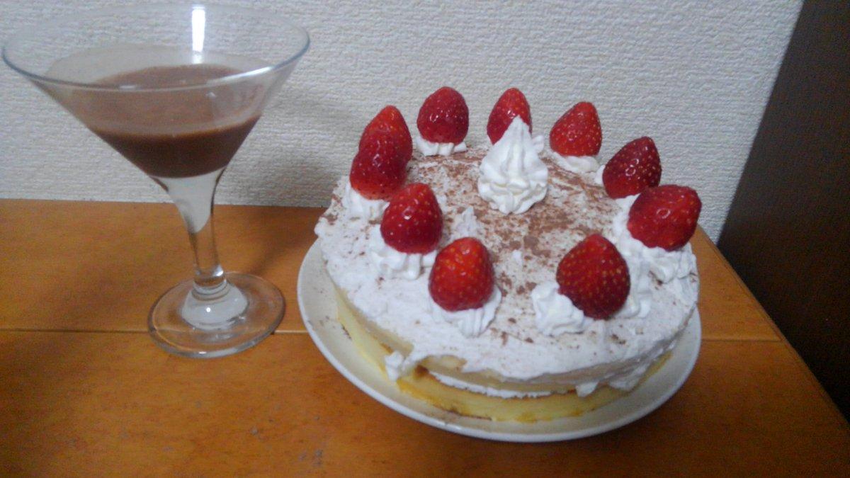 超やっつけだけど誕生日ケーキ間に合った!ココアちゃん誕生日おめでとう! #ココア生誕祭2016 #ココア生誕祭 #保登心愛生誕祭2016 #保登心愛生誕祭 #ご注文はうさぎですか? https://t.co/2NdKZSl3gj