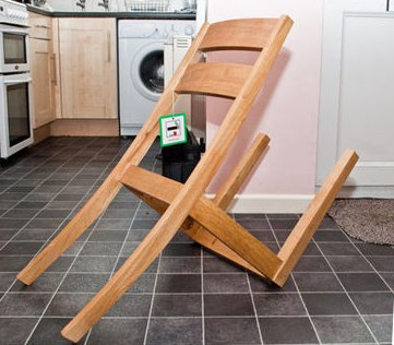 After playing Ashley Young and others out of position, van Gaal unwinds by assembling some flat-pack furniture #MUFC https://t.co/8NBzwuHXGQ