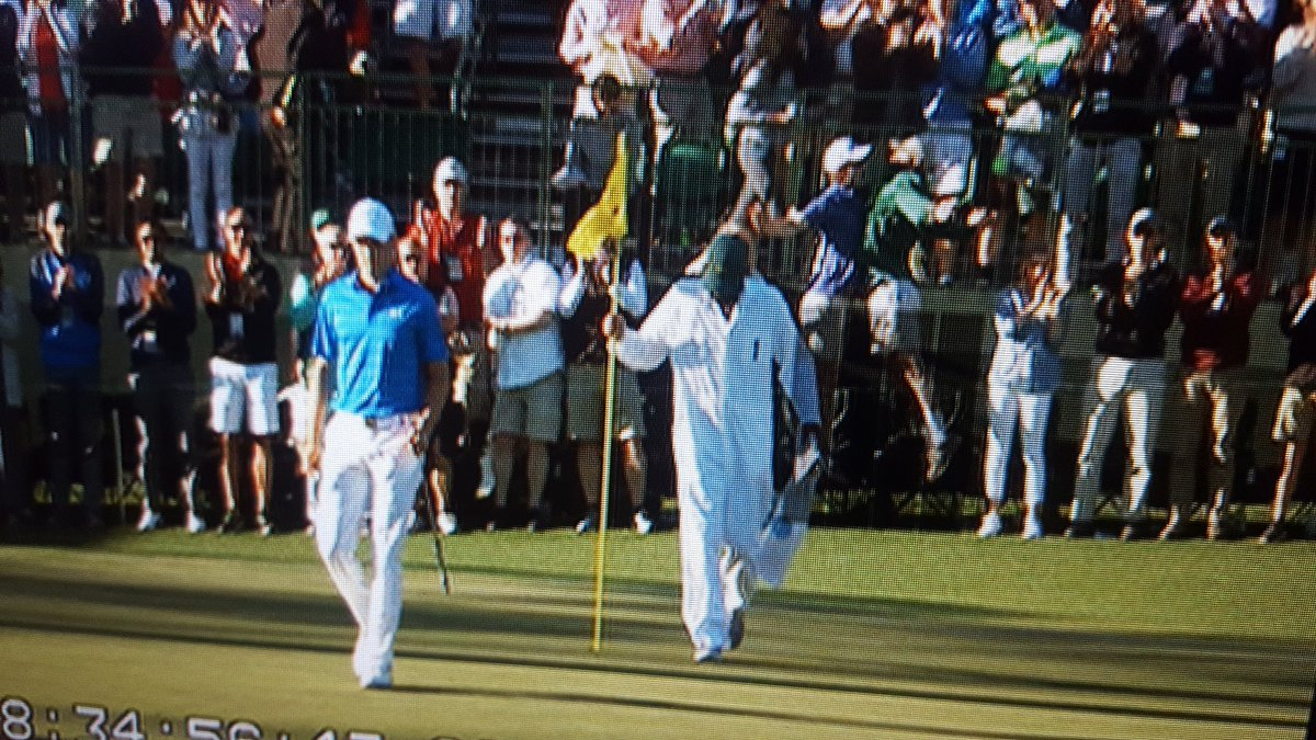 Visual proof of epic fan chest bump following birdie on #15 by @JordanSpieth https://t.co/XkVxIB7smC