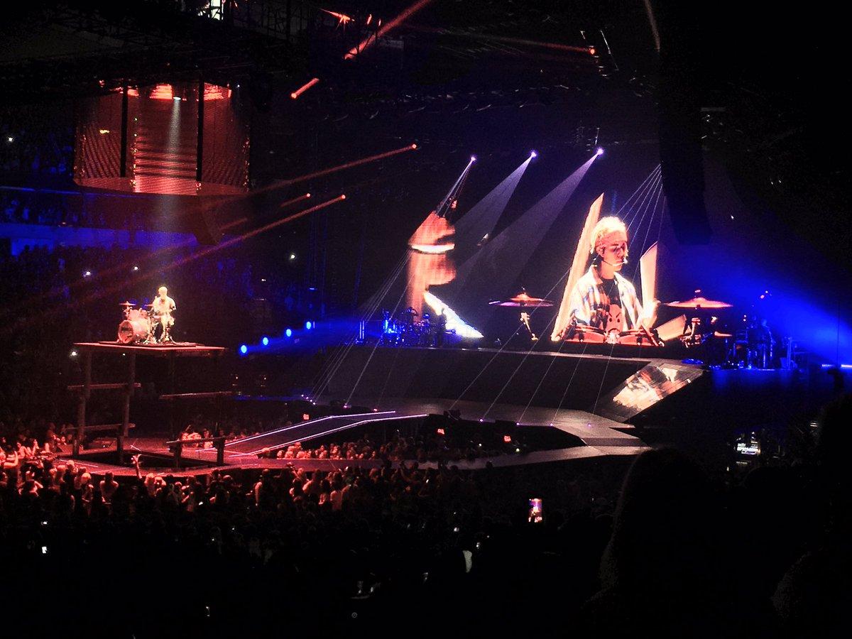 And filling in on drums, @justinbieber #PurposeTourDallas #purposetour https://t.co/1FnwavVj0x