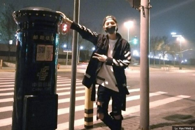 Fans queue for hours to be near a post box touched by Chinese pop star https://t.co/ibNcgzJulR #NewsFromElsewhere