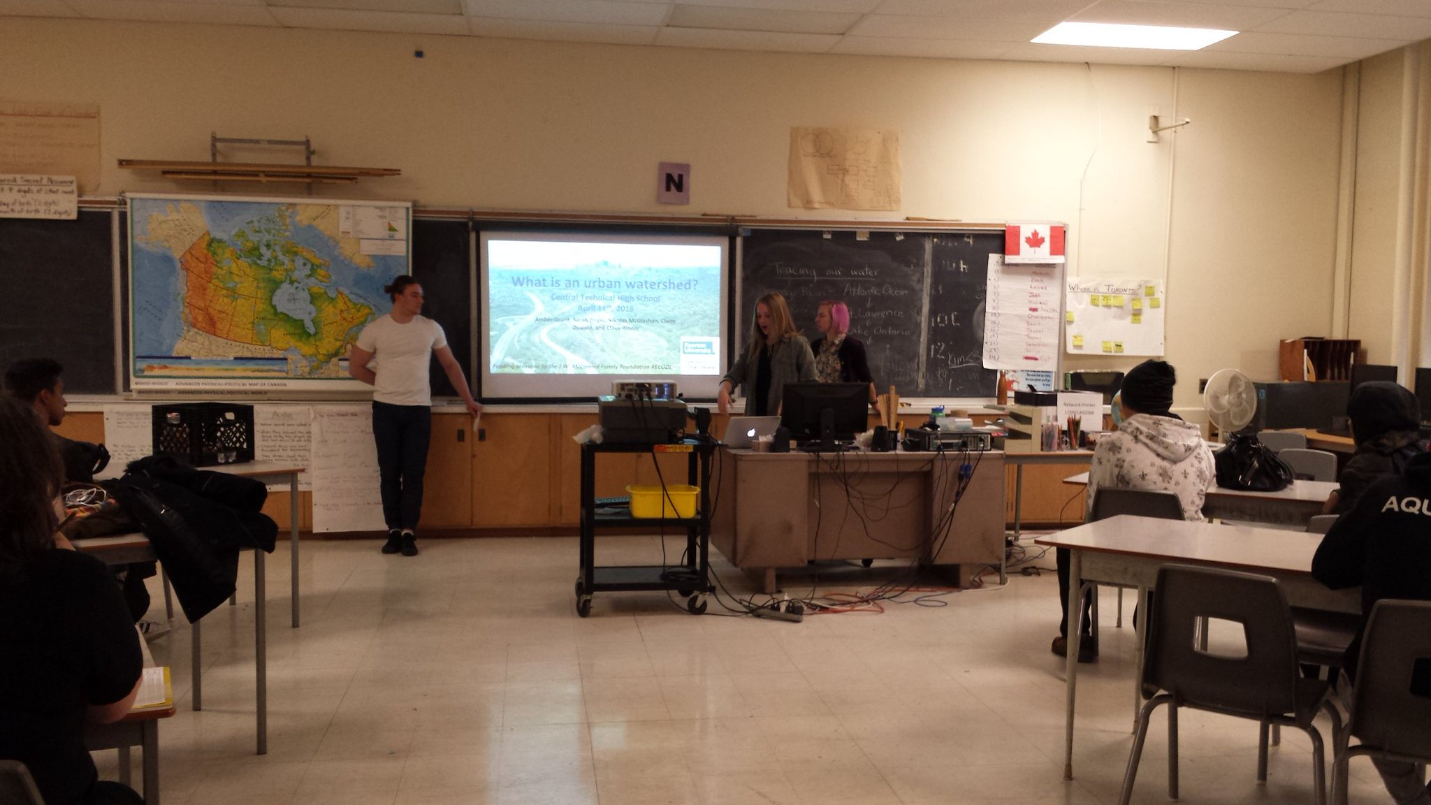 @RyersonGeo #EUS students presenting an urban watershed lesson at Central Technical High School. @RyUrbanWater https://t.co/uQV0BdKxgZ