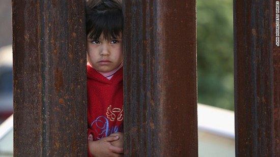 Minori migranti: Save the Children, in Grecia tre minori non accompagnati su quattro non hanno un posto sicuro dove stare