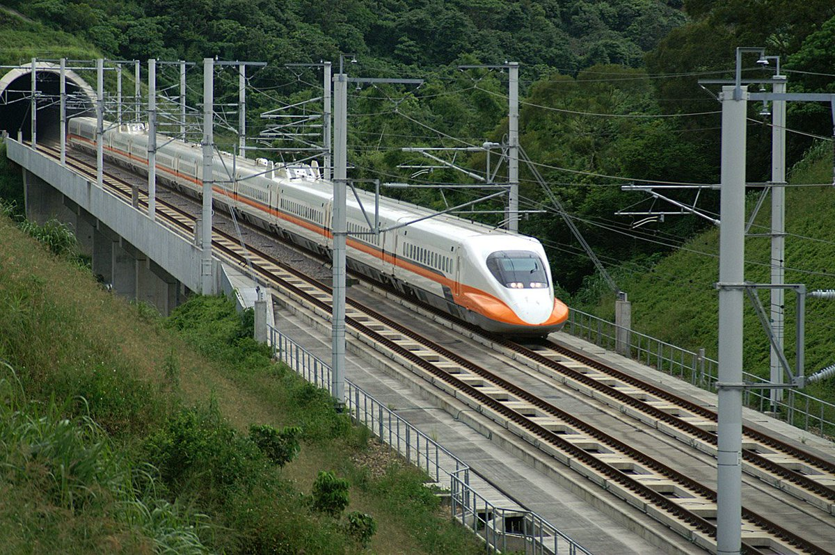 High-speed rail. (km)  China: 19,000 Japan: 2,664 France: 2,036 Turkey: 1,420 UK: 1,377 Russia: 645 US: 28 https://t.co/jqth8skLzz