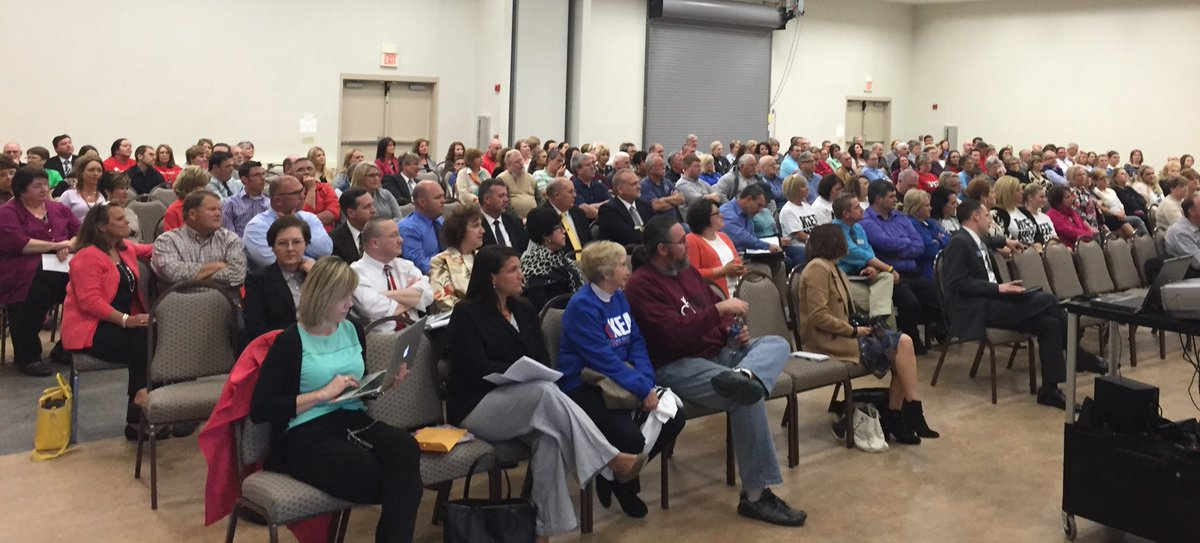 Several hundred attend Ed Town Hall in Corbin to tell @DrSPruitt what they value in Ky schools. #KyEdListens https://t.co/VSOLbf3mE7